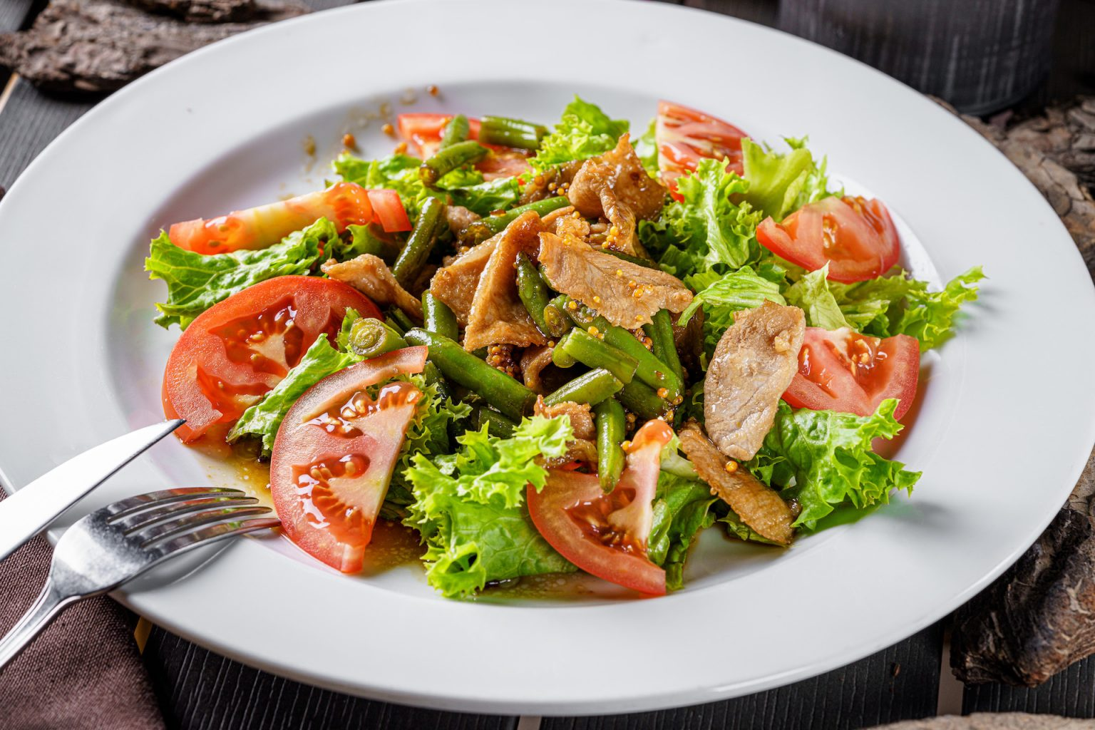 Теплий салат зі свининою